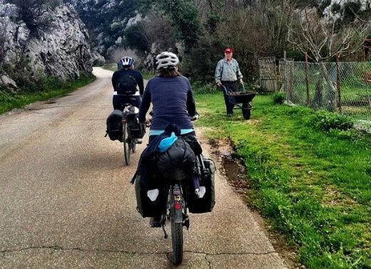 Casal deixa São Paulo e viaja de bicicleta pelo mundo
