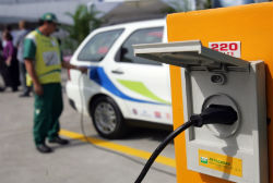Altos impostos e falta de incentivo do governo limitam veículos elétricos no país