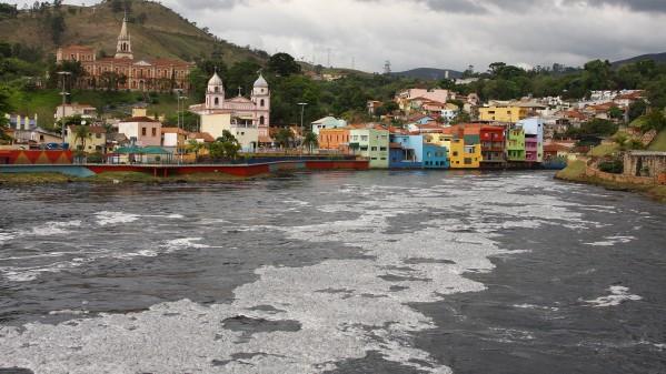 Falta de saneamento básico, mata ciliar e hábitos de brasileiros ameaçam rios