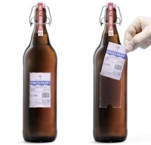 Cerveja austríaca substitui rótulo por bilhete de transporte gratuito Destaque