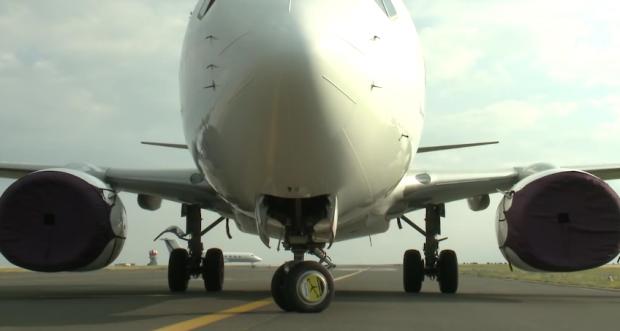 Tecnologia aplicada no taxiamento das aeronaves consegue poupar até 700 dólares por voo realizado.  Foto :Reprodução/Youtube