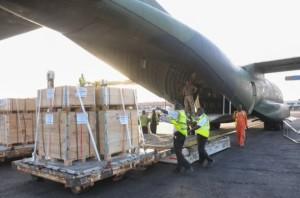 Um avião alemão chega a Gana para entregar suprimentos da ONU como parte da resposta de emergência para a crise do ebola. Foto: UNMEER/ONU