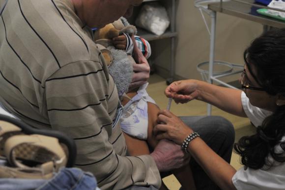 A campanha de vacinação contra a poliomielite e o sarampo contará com mais de 100 mil postos de saúde abertos para imunizar crianças maiores de seis meses e menores de cinco anosValter Campanato