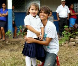 Atriz Halle Berry Visita uma escola no PMA de Nicarágua. Foto: PMA