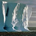 O gelo marinho em volta da Antártica encolheu para a sua menor extensão anual já registrada depois de resistir por anos à tendência de aquecimento global provocado pelo homem, mostraram […]
