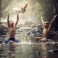 Da água provêm mitos e divindades. Ela convida-nos à contemplação e às memórias afetivas. Às crianças, basta a chuva ou uma mangueira para a felicidade plena. Matar ou privatizar rios […]